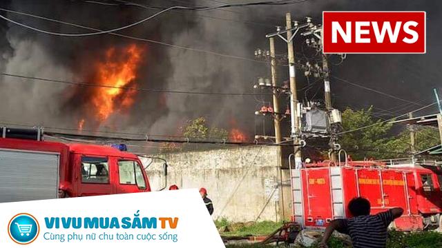 Hàng trăm cảnh sát được điều động chữa cháy vụ cháy lớn cao ngùn ngụt tại một công ty nhựa ở SG