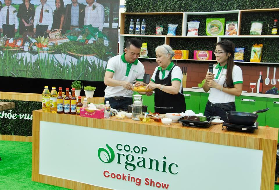 Quảng bá thực phẩm sạch sinh động bằng show nấu ăn tại siêu thị Co.opmart