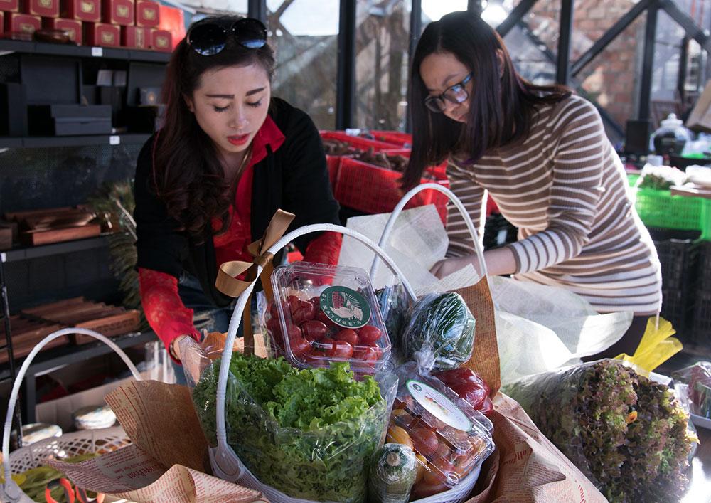 Giỏ quà tết được làm từ các loại nông sản của Đà Lạt hút khách đặt hàng