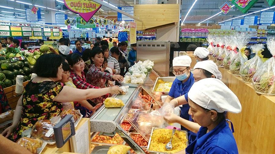 Hệ thống siêu thị Co.opmart tăng cường kiểm soát chất lượng hàng tết để đảm bảo an toàn
