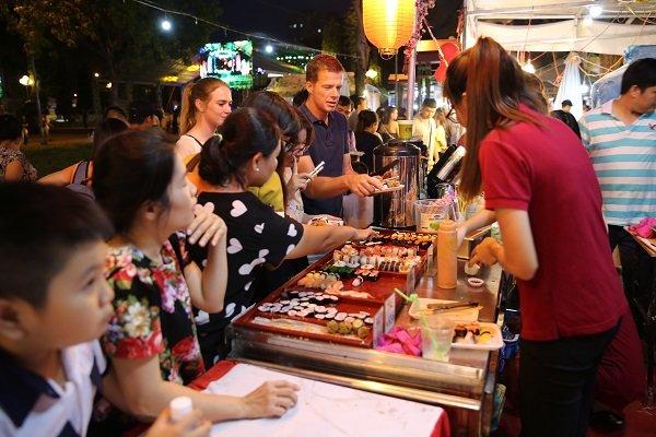 Hàng trăm món ăn hấp dẫn tại Liên hoan ẩm thực món ngon các nước 2018
