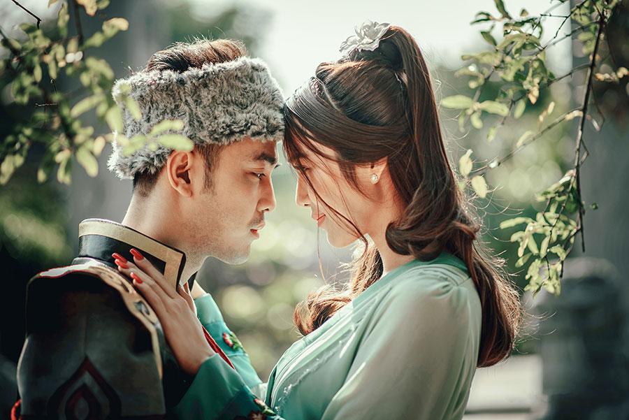 Ưng Hoàng Phúc & Kim Cương vô cùng dễ thương trong bộ ảnh cổ trang khiến fan thích thú