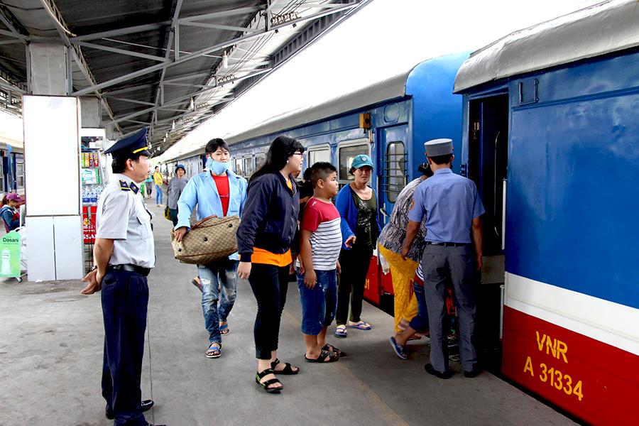 Còn hơn 170.000 vé tàu Tết trên tuyến Bắc-Nam