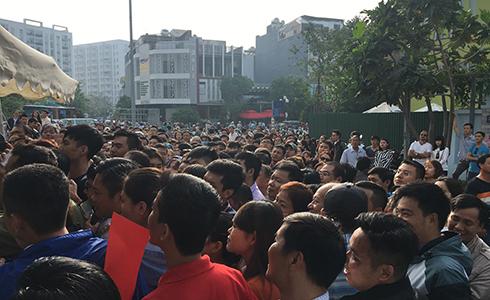 Hàng trăm người chen nhau mua căn hộ tại Nha Trang