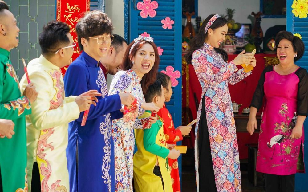 Thu Trang và Tiến Luật cho con trai quý tử Andy tham gia đóng MV hài Tết