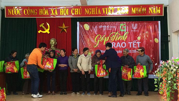Big C & Central Group Việt Nam cùng Unilever trao 3.600 phần quà Tết Mậu Tuất 2018 cho đồng bào nghèo