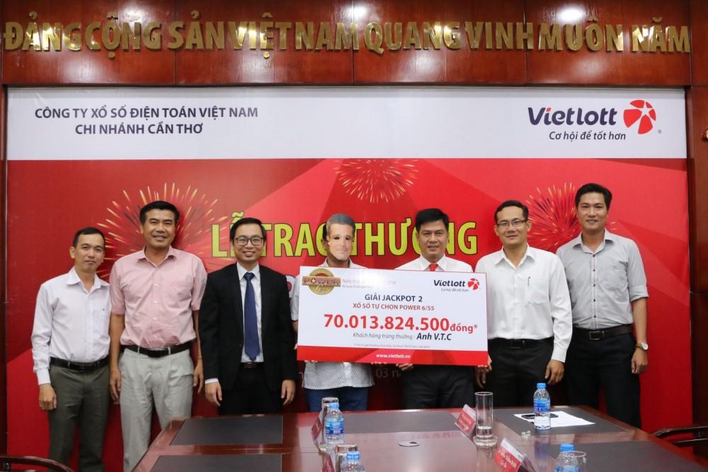 Vietlott trao giải Jackpot 2 kỷ lục hơn 70 tỷ đồng