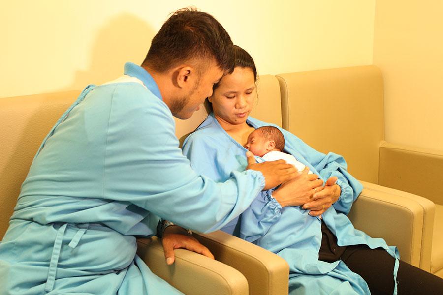 Bé trai sinh non 26 tuần, nặng chưa đến 1kg được nuôi dưỡng thành công mà không dùng kháng sinh