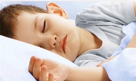 """Trẻ ngủ """"ngáy"""": Cảnh báo nguy cơ rối loạn thở trong khi ngủ ở trẻ"""