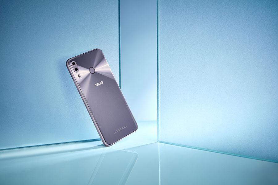 ZenFone 5 thế hệ hoàn toàn mới chính thức ra mắt tại Việt Nam, giá bán gần 8 triệu đồng