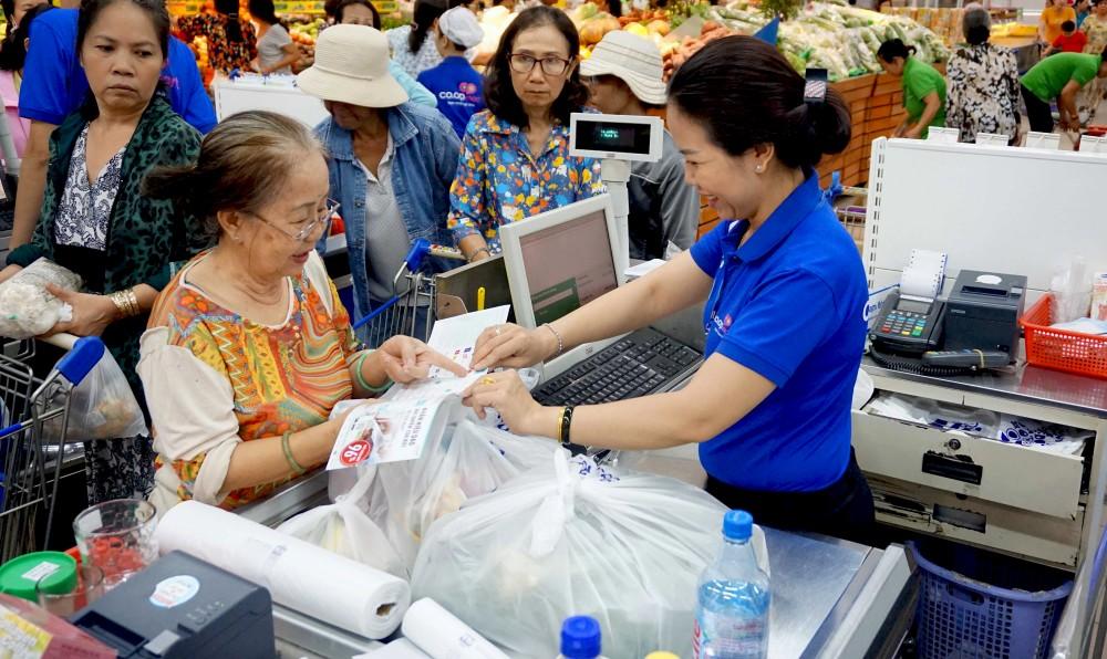 Saigon Co.op tung chương trình tích tem đổi quà tặng cao cấp lớn nhất trong năm 2018