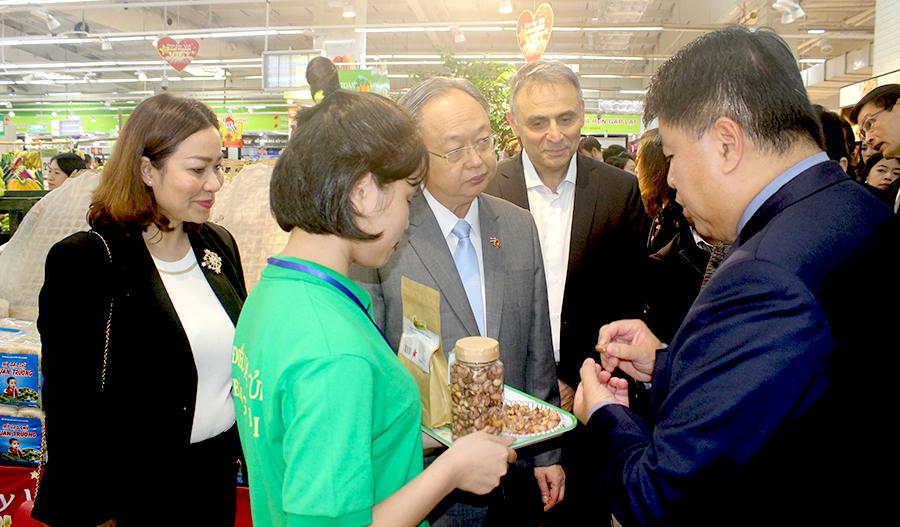 Bộ trưởng thương mại Thái Lan đến siêu thị Big C tìm hiểu sản phẩm Việt Nam
