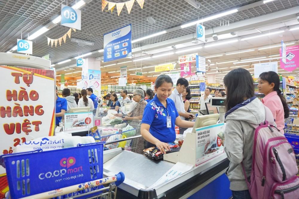 """Hơn 10.000 sản phẩm nhu yếu giảm giá đến 50% trong chương trình """"Tự hào hàng Việt 21 năm đồng hành"""" tại hệ thống Co.opmart & Co.opXtra trên toàn quốc"""