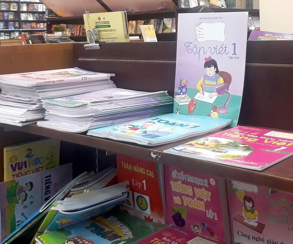 Tìm mua sách lớp 1 ở đâu?