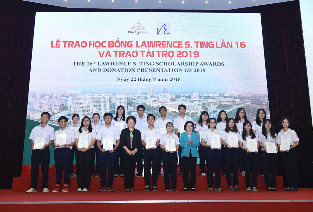 Quỹ Hỗ trợ Cộng đồng Lawrence S. Ting trao tặng 8,39 tỷ đồng học bổng