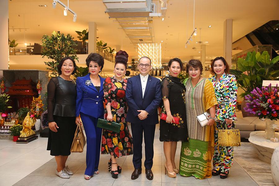 Nghệ sỹ, quan khách hội tụ chúc mừng khai trương showroom Phố Xinh tại Đà Nẵng của doanh nhân Dương Quốc Nam
