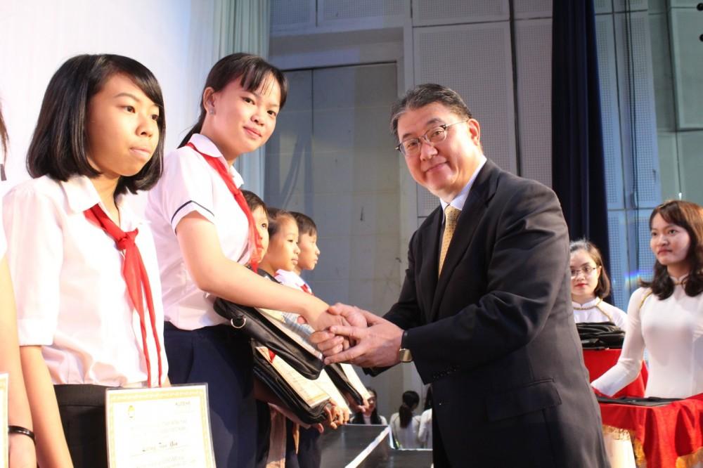 Ajinomoto Việt Nam trao tặng 200 suất học bổng với tổng giá trị 220 triệu đồng trong chương trình