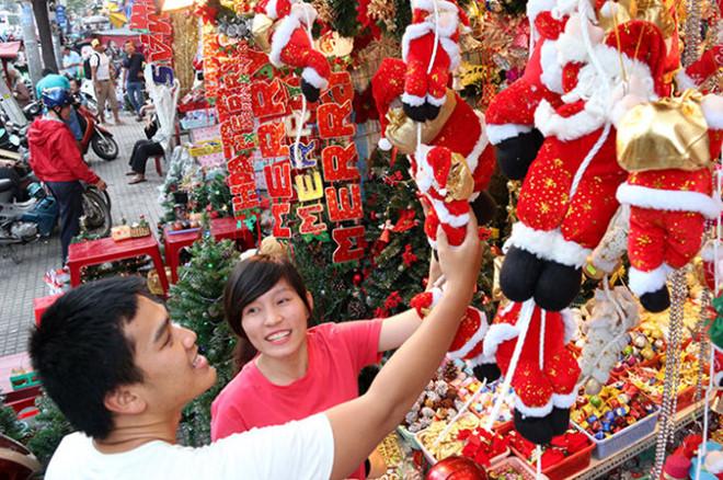 Thị trường đồ Giáng Sinh: Hàng Việt dần chiếm ưu thế