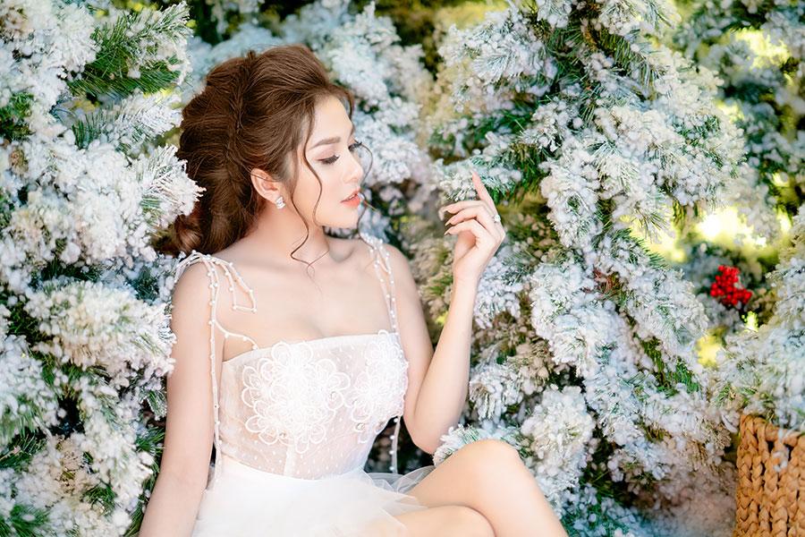 Ngắm Ny Saki đẹp như thiên thần & nóng bỏng trong bộ ảnh Giáng sinh