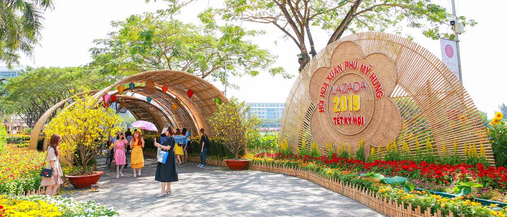 Mời bạn đọc du xuân thưởng ngoạn Hội chợ hoa xuân Phú Mỹ Hưng Tết Kỷ Hợi 2019 cùng ViVuMuaSam.Com