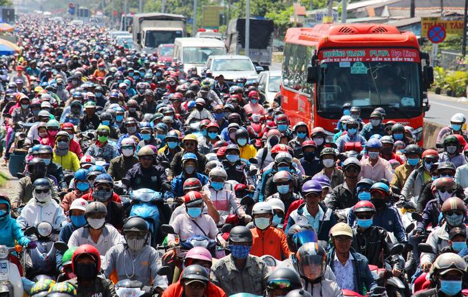 Người dân bắt đầu đổ về Thành phố Hồ Chí Minh sau kỳ nghỉ Tết
