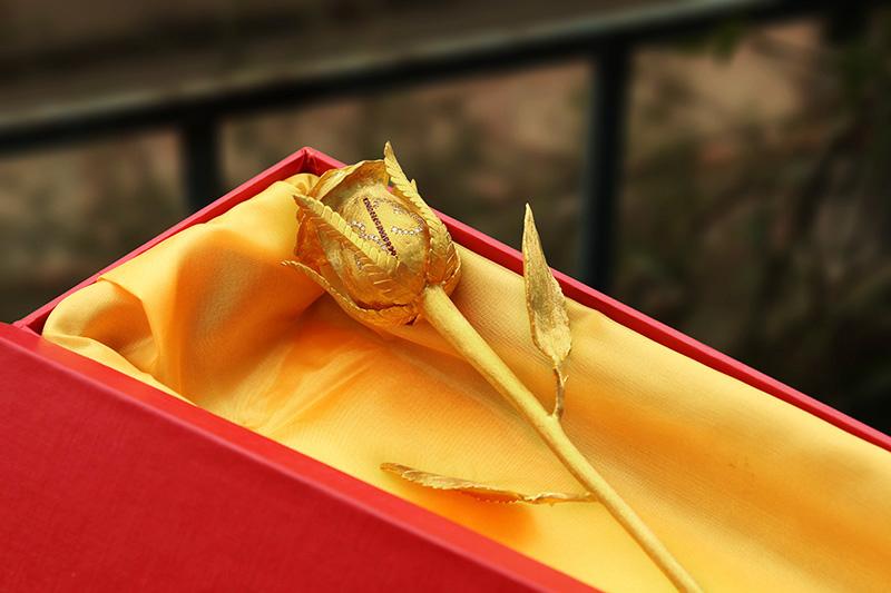 Hoa hồng mạ vàng làm quà tặng dịp 14.2