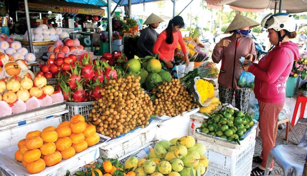 Giá hoa tươi, trái cây tăng mạnh dịp Rằm tháng Giêng