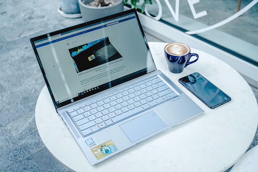 Ra mắt ASUS ZenBook 14 (UX431): mẫu ZenBook 4 viền mỏng đầu tiên trang bị 4 loa Harman Kardon