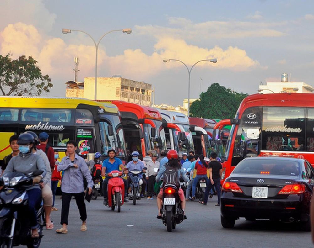 TP HCM: Giá vé xe khách tăng 40% dịp nghỉ lễ 30/4 và 1/5