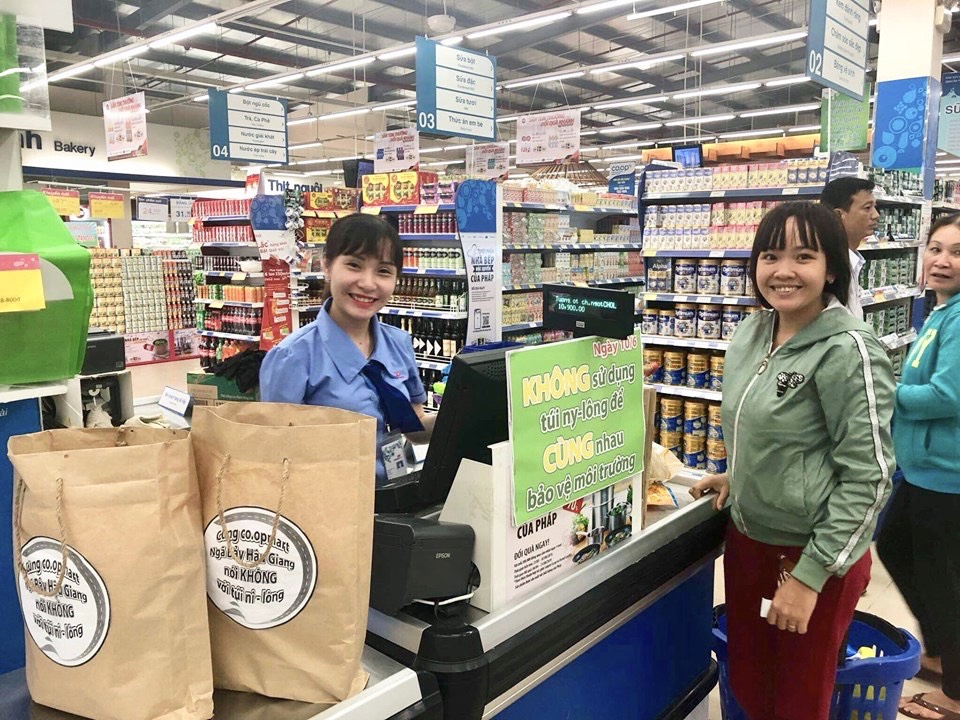 Hơn 3 triệu túi giấy, túi môi trường...được sử dụng trong ngày không túi nilon tại hệ thống Saigon Co.op
