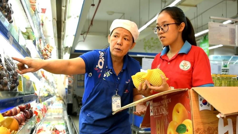 """Gần 700 em học sinh trải nghiệm """"Một ngày làm nhân viên siêu thị"""" tại Co.opmart và Co.opXtra"""