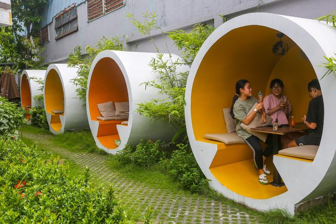 Quán cà phê cho khách ngồi trong ống cống ở Sài Gòn có gì đặc biệt ?