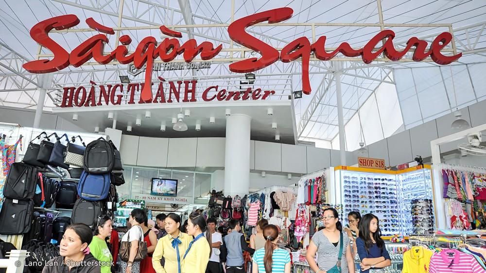 Thu nhiều sản phẩm nghi giả thương hiệu nổi tiếng tại chợ Bến Thành & Sài Gòn Square