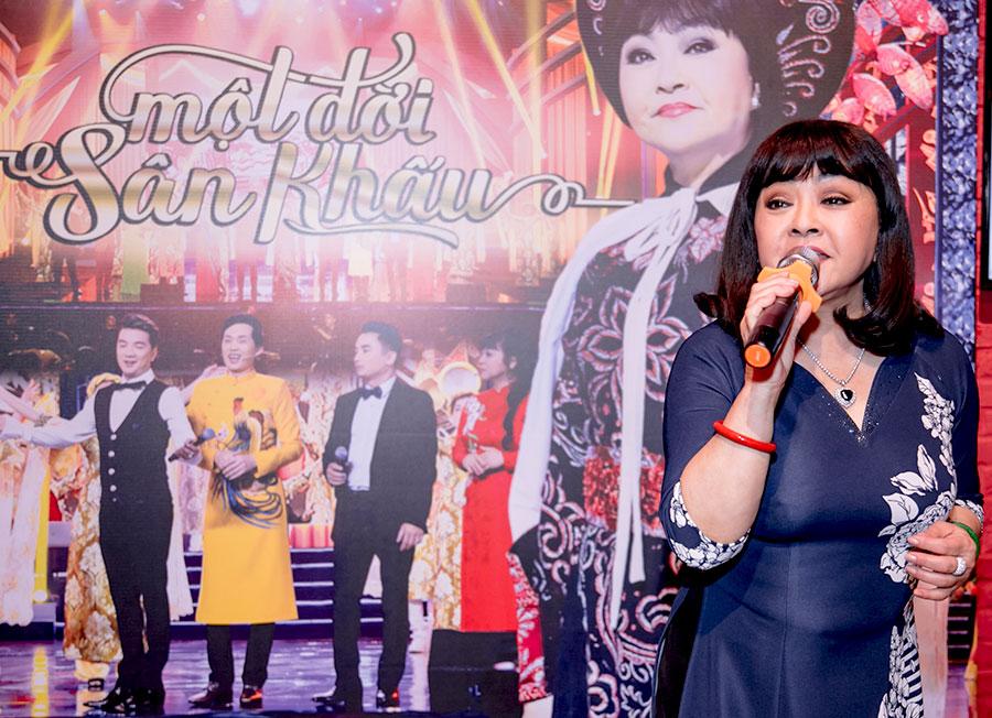 """Danh ca Hương Lan phát hành DVD """"Một đời sân khấu"""" """"trả nợ"""" fan khắp thế giới"""