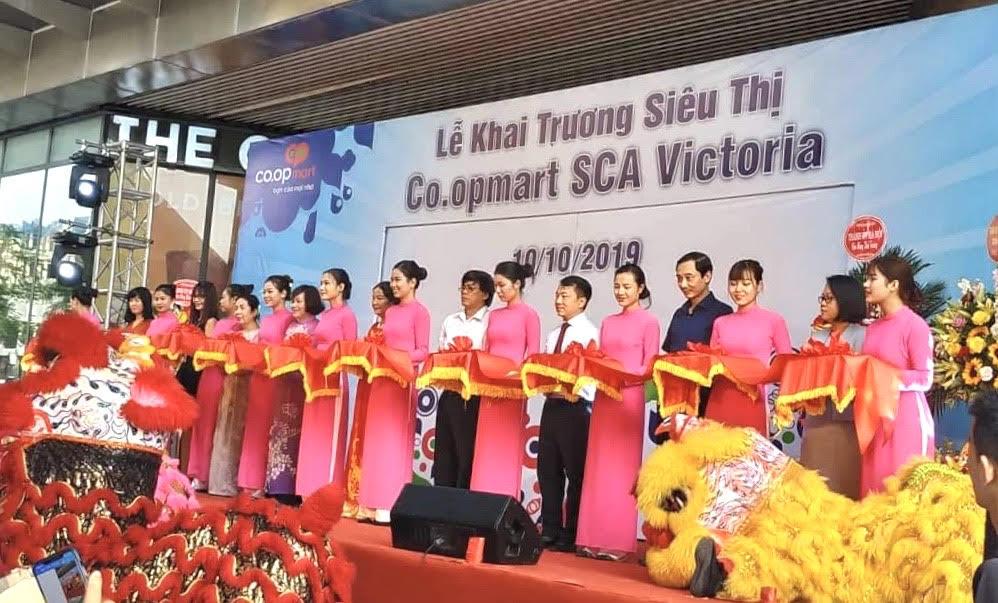 """Saigon Co.op thay """"áo mới"""" Co.opmart cho 3 siêu thị Auchan ngay ngày giải phóng Thủ đô"""