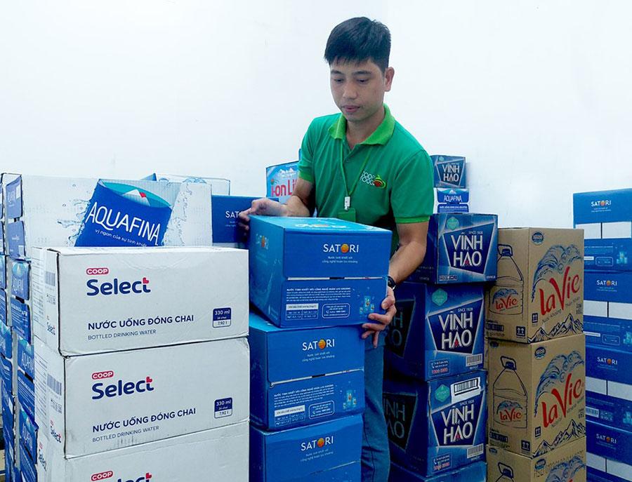 Saigon Co.op huy động gấp hàng nghìn lốc nước đóng chai phục vụ người dân Hà Nội