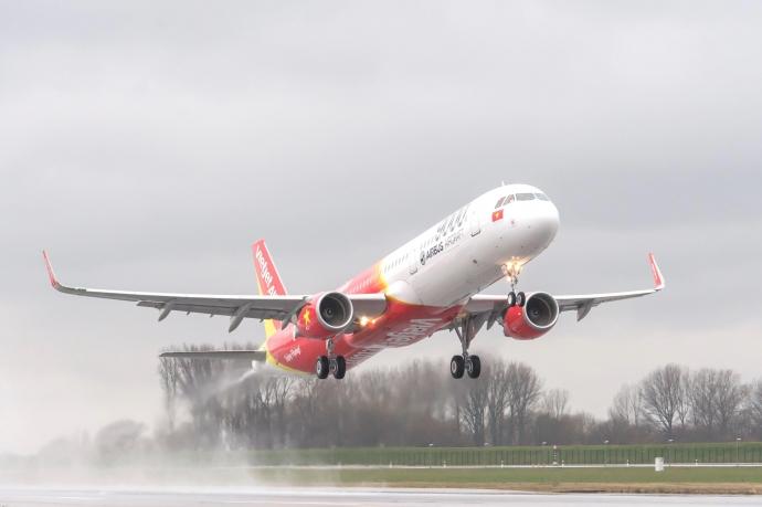 Ảnh hưởng của bão số 6 (Nakri), Vietjet điều chỉnh lịch khai thác các chuyến bay