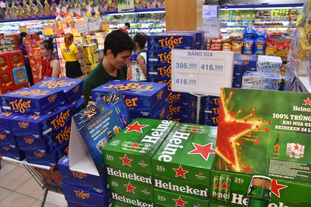 Bia, rượu giảm giá ngày cận Tết, sức mua chậm