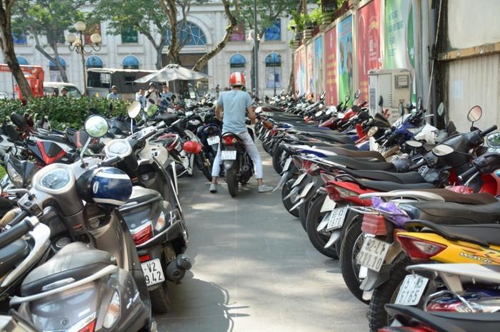 Địa điểm giữ xe đường hoa Nguyễn Huệ và đường sách Tết Canh Tý 2020