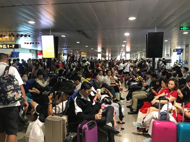 Sân bay Tân Sơn Nhất đạt kỉ lục với 997 chuyến bay 1 ngày trong dịp Tết Canh Tý
