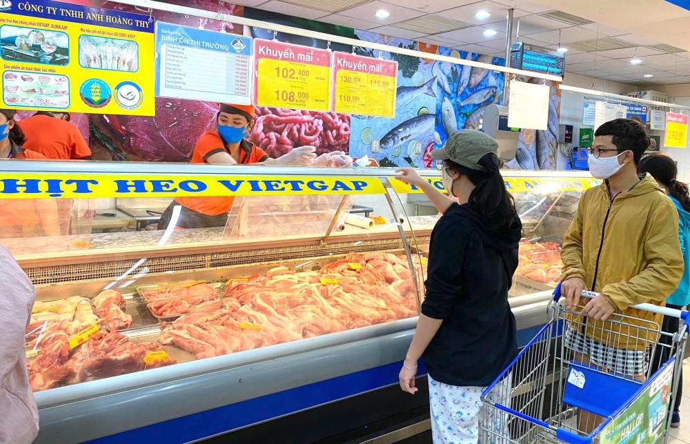 Saigon Co.op giảm giá thịt heo và hàng ngàn mặt hàng thực phẩm thiết yếu