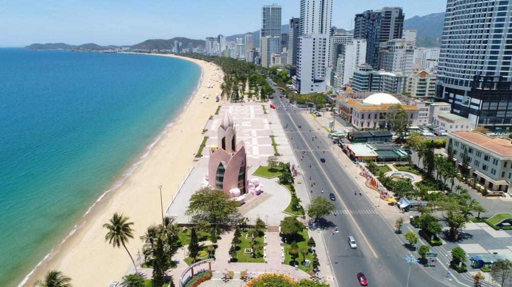 Du lịch giảm giá mạnh để thu hút khách nội địa