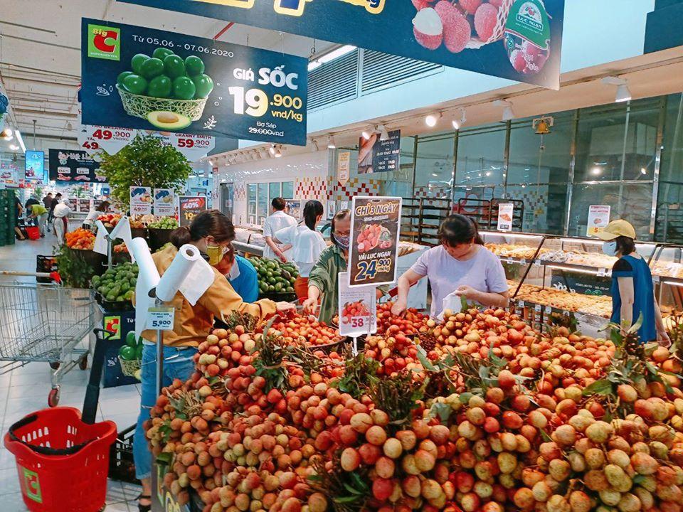 Trái cây vào mùa, giá giảm mạnh