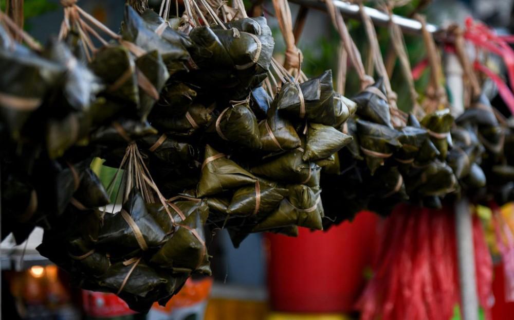 Chợ xứ Quảng giữa lòng Sài Gòn nhộn nhịp ngày Tết Đoan ngọ