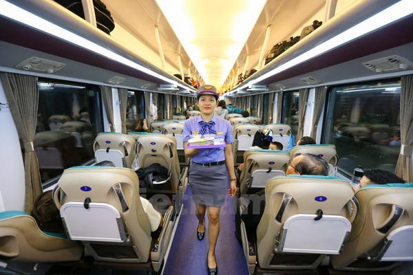 Từ ngày 15.7, hành khách có thể mua và thanh toán vé tàu trên điện thoại