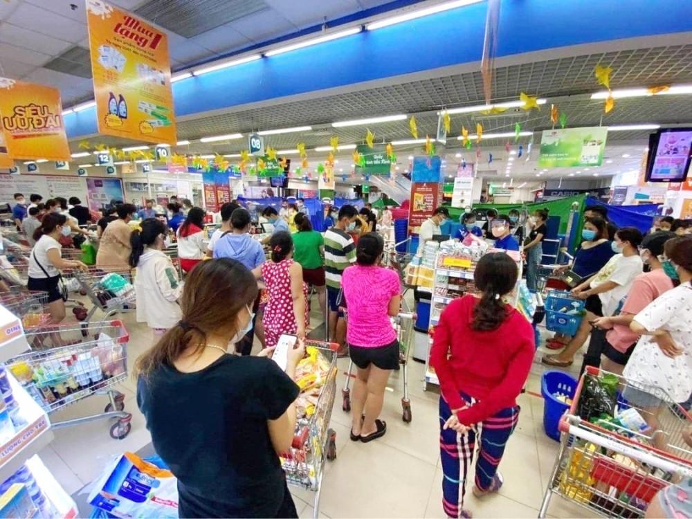 """Co.opmart Đà Nẵng vừa lo bán hàng, vừa lo """"tiếp tế"""" các bệnh viện lớn"""