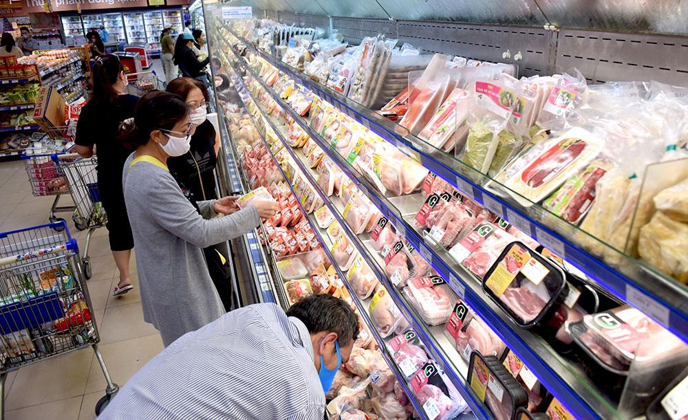 Hệ thống siêu thị Co.opmart đồng loạt giảm giá mạnh các loại thịt, cá, dầu ăn, mì gói