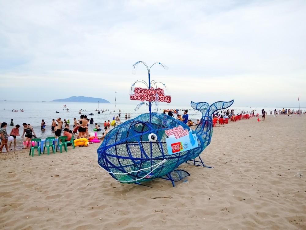 """Bảo vệ môi trường, Central Retail Việt Nam tặng mô hình """"Cá voi ăn rác thải nhựa"""" cho các tỉnh ven biển"""