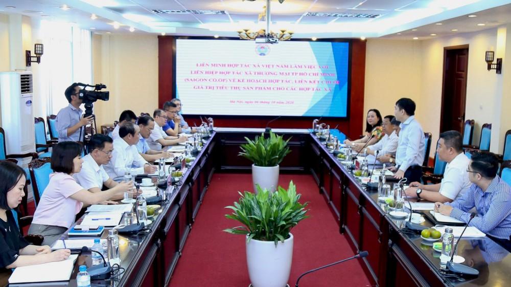 Chủ tịch Liên minh Hợp tác xã Việt Nam làm việc với Saigon Co.op về kế hoạch hỗ trợ phát triển HTX