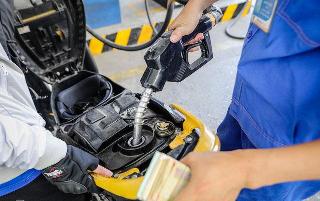 Giá xăng E5 RON 92 giảm 224 đồng mỗi lít từ ngày 11.11.2020